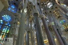 Durch das Dach und die vielen Fenster ist die Sagrada Familia lichtdurchflutet