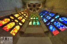 Fenster der Kapellen, die innerhalb der Apsis um den Altar angeordnet sind