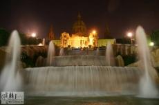 Brunnen vor dem MNAC bei Nacht