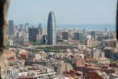 Torre Agbar und Plaça Glòries von der Aussichtsplattform aus gesehen