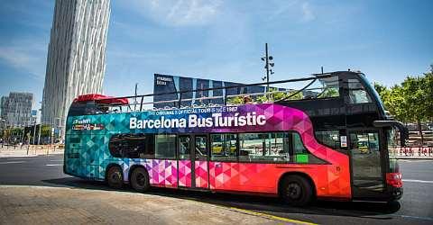 Mit dem Bus Turístic einen Landausflug machen