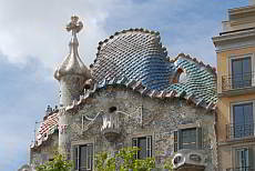 Casa Batlló, Gaudí embodies this structure with the legend of St. George