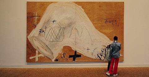 Painting by Tàpies in the museum of the Fundació Antoni Tàpies