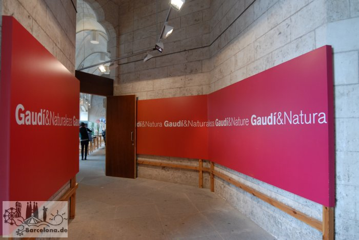 In the finished part of the cloister themselves are changing exhibitions around the Sagrada Familia