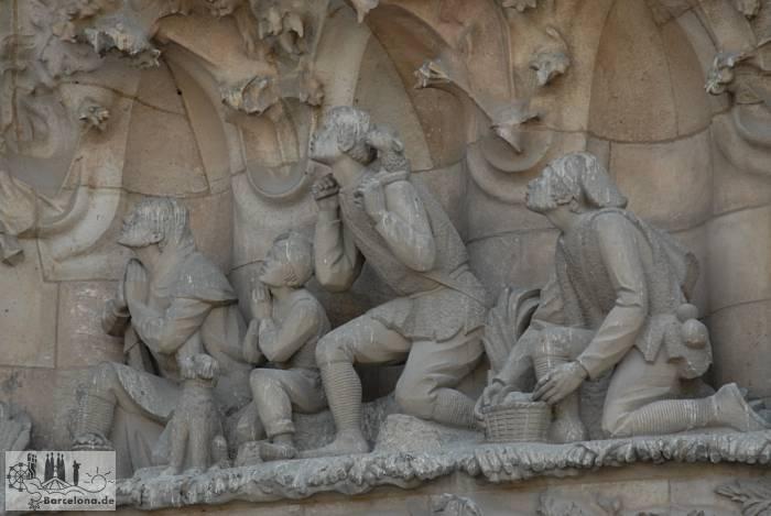 Gegenüber den Heiligen Königen betende Hirten