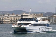 Las Golondrinas – Harbour tour and boat trip along the beaches of Barcelona