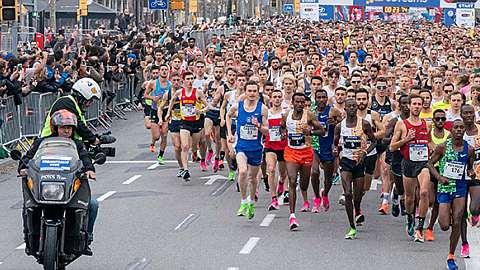 Das Startfeld des Halbmarathons Barcelona