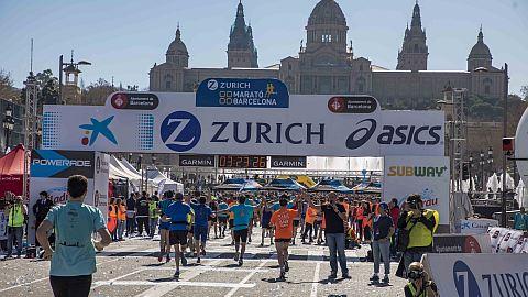 Traditionell startet und endet der Barcelona Marathon vor dem Montjuïc