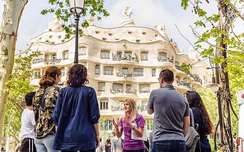 Modernisme-und Gaudí-Führung vor dem Casa Milà - La Pedrera