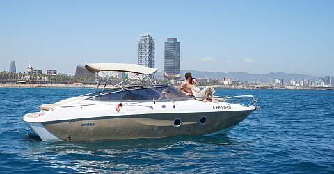 Trip with the motorboat along Barcelona's shore