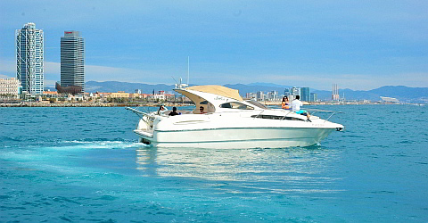 Exclusive Motoryacht-Charter in Barcelona