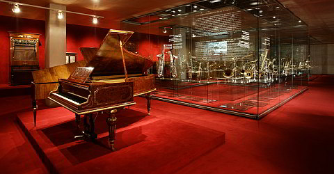 The Museu de la Música shows the evolution of music from different perspectives