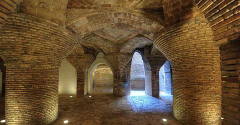 Backsteindecke des Palau Güell im Untergeschoss
