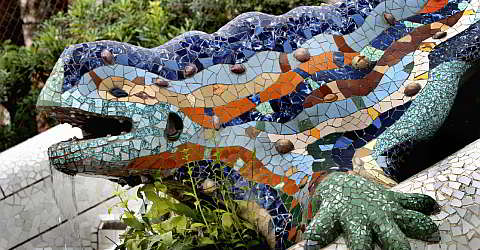 The friendly dragon guards the entrance to Park G�ell in Barcelona