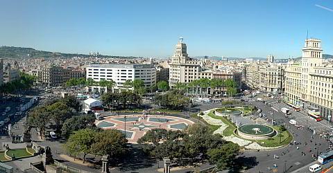 Pla�a Catalunya is a key transport hub in Barcelona