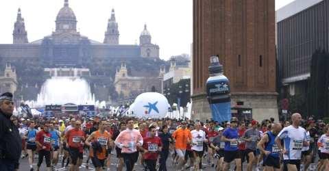 Traditionell startet der Barcelona Marathon vor der imposanten Kulisse des Montjuïc.