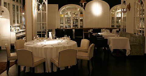 Cozy and elegant atmosphere in the Flamant restaurant