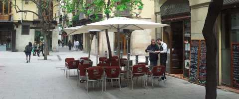 The Gravin restaurant offers Italian specialties (except pizza)