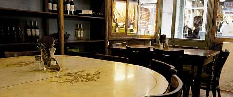 Gemütliche Atmosphäre im Restaurant Llavor dels orígens Vidrería