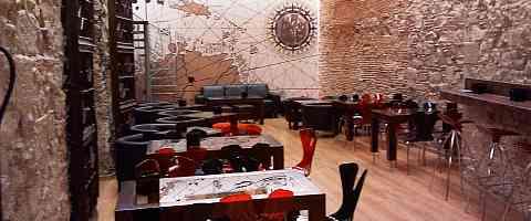 Restaurant Va de Vi Bodega within the historic old city walls of El Borne