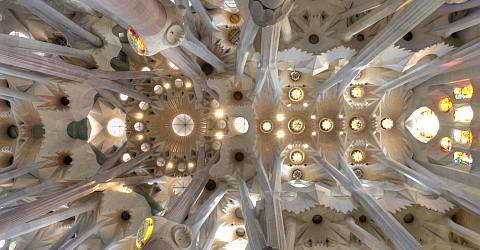 Hauptschiff der Sagrada Familia