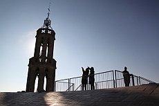 Santa Maria del Mar - Blick auf Turm mit Besucher