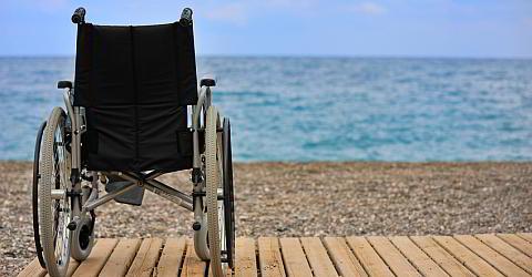 Strand mit dem Rollstuhl