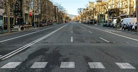 Coronavirus: Menschenleere Straßen in Barcelona