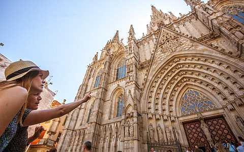 Stadtführung vor der Kathedrale im Gotischen Viertel