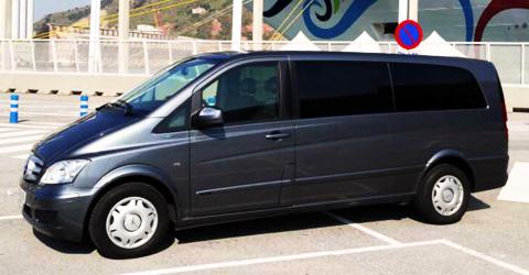Privater Transfer mit dem Van (bis 6/7 Personen) vom Flughafen zum Hotel und zur�ck
