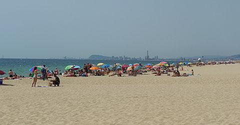 Sonniges und warmes Wetter in Barcelona im Sommer